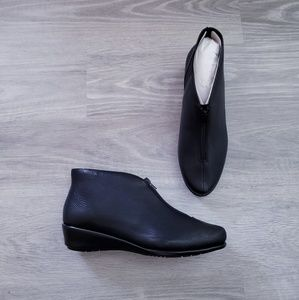 Aerosoles Allowance Black Leather Booties